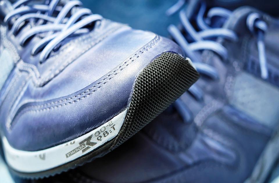 Blaue Sport Schuhe