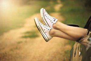 Schuhe aus Auto