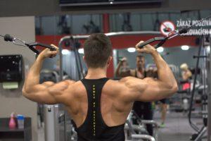 fitnessgeraet-starker-ruecken