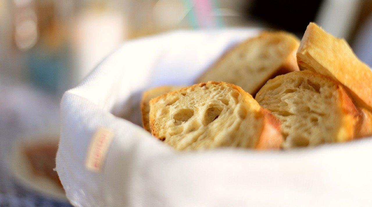 Tontopf für Brot