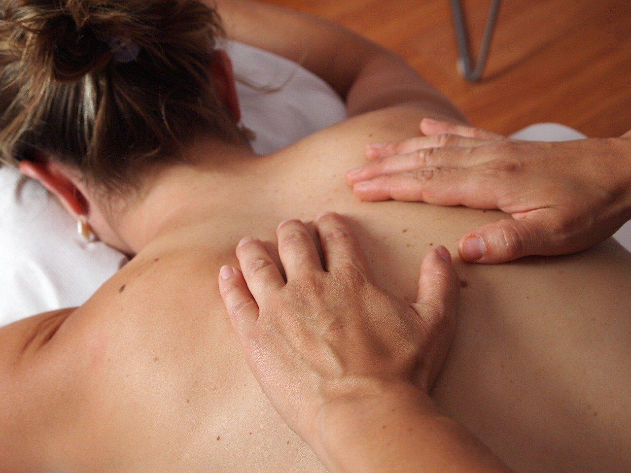 Massage mit Hand