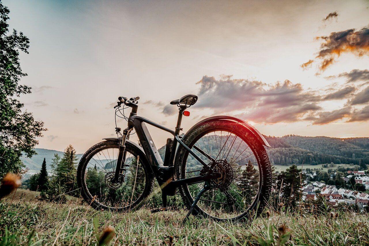 E Bike bis 1.500€ vor einer schönen Kulisse